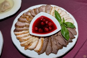 Asorti din carne cu sos de visina