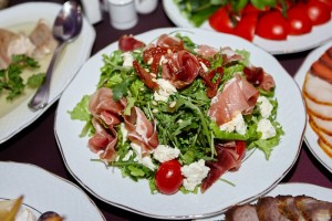 Salata prosciutto cu mozzarella