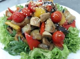 Salata  Thai cu fileu de pui
